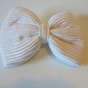 S ALEXANDRE DE PARIS WHITE STRIPED BARRETTE*